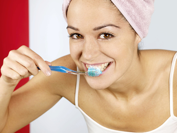 Ways To Pass The Time While Brushing Your Teeth - Blog - Sparkle Dental - pass-time-brushing-teeth